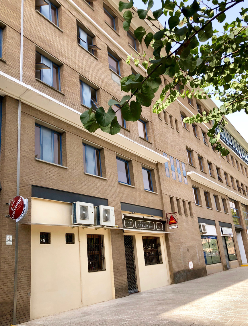 Local bar restaurante con licencia cocina maquinaria y for Mobiliario cocina restaurante