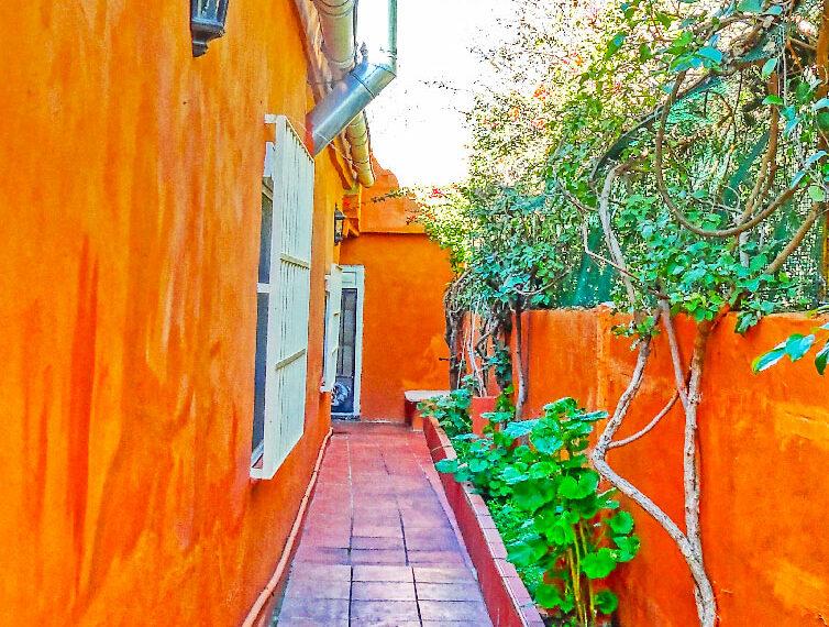 028 Vista lateral Pasillo de casa Posterior