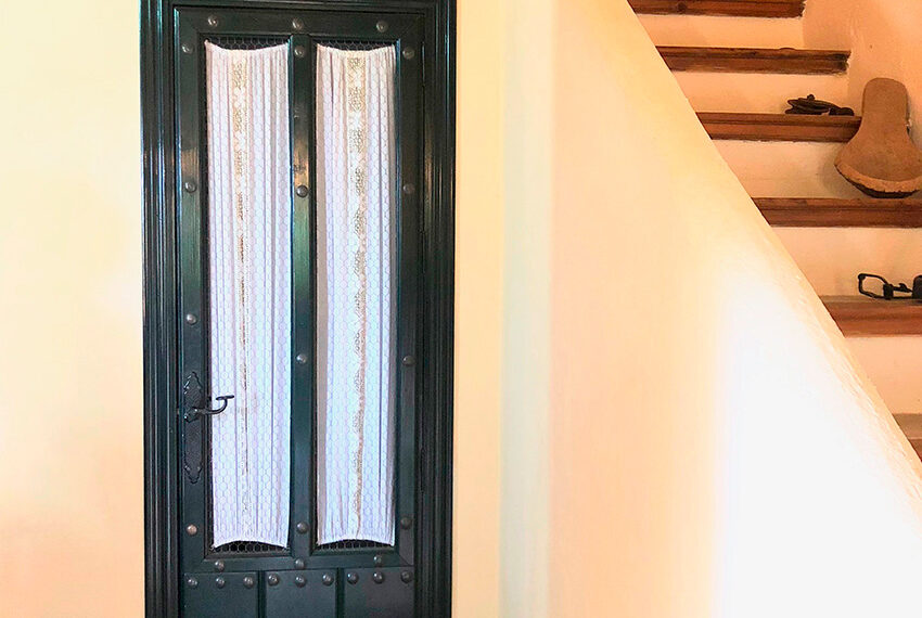 17-detalle-puerta-escalera