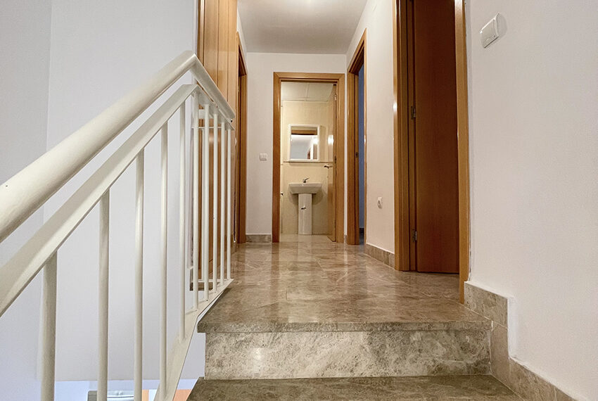 063-escalera